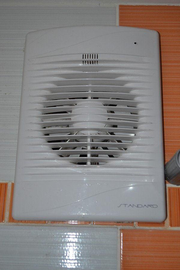 Вентилятор вытяжки в ванной
